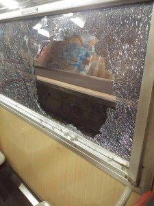 Atti vandalici contro i treni della Circumvesuviana