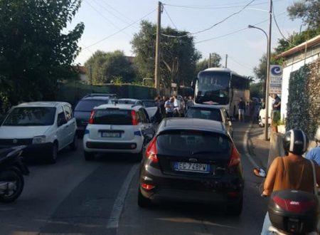 In via Casarlano scontro bus turistico contro scooter