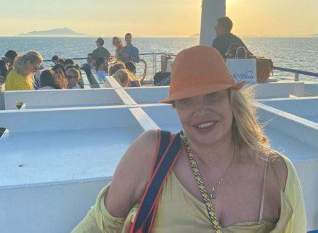 """Capri, incidente in barca per Simona Izzo: """"Sto bene ma ora mi muovo con una stampella"""""""